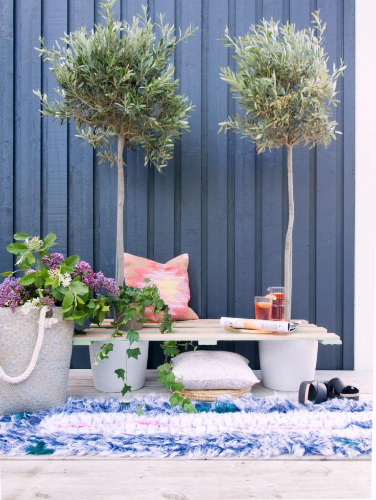 Creative garden from pallets