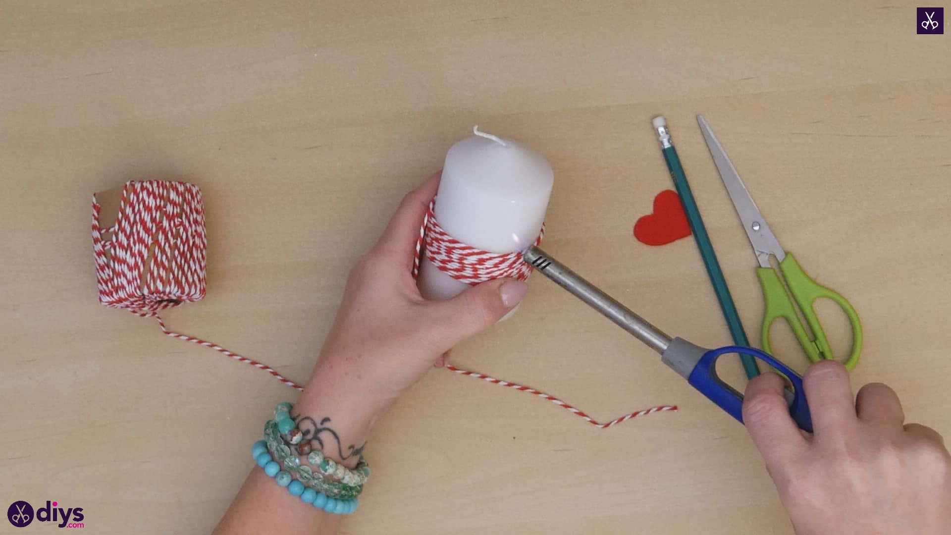 Diy valentine's candle red paper step 3d