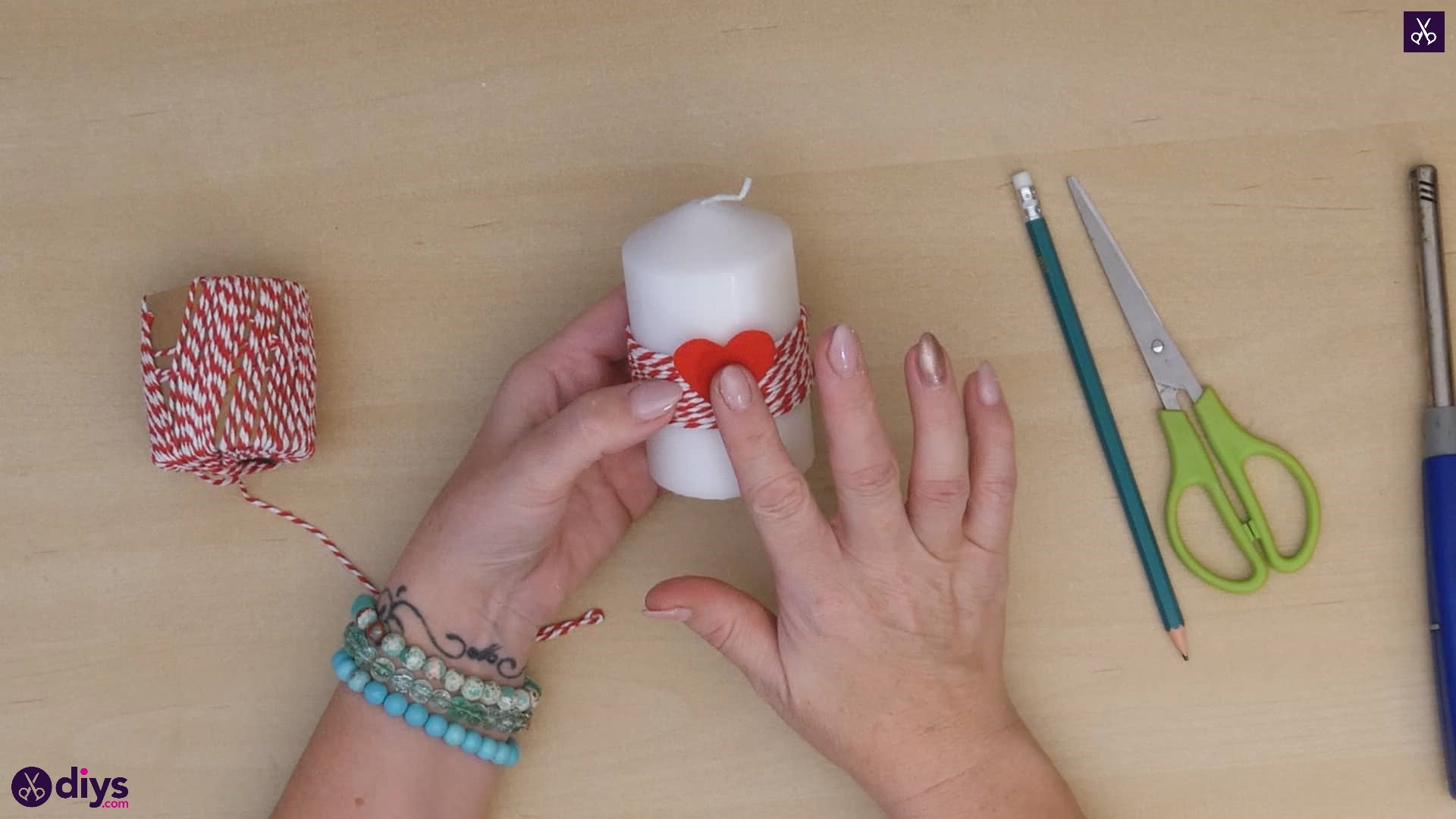 Diy valentine's candle red paper step 4a