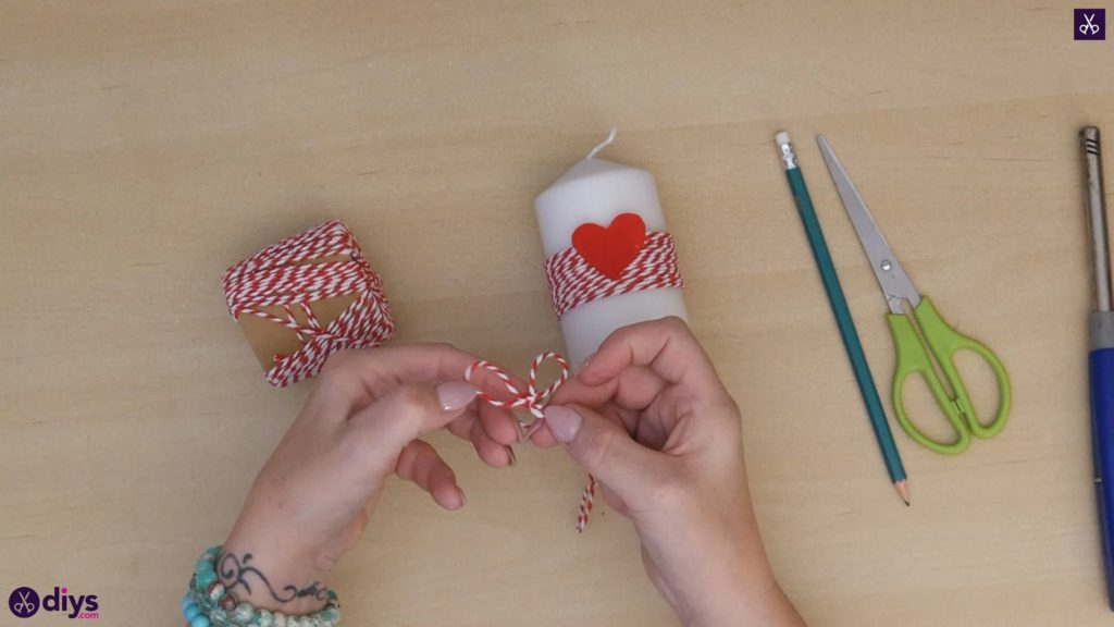 Diy valentine's candle red paper step 5