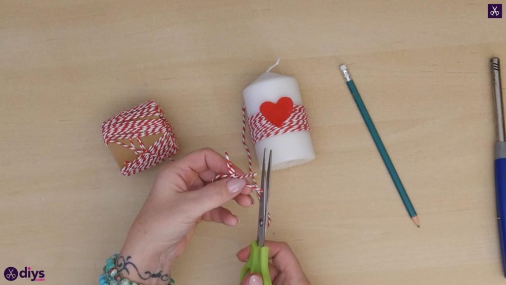 Diy valentine's candle red paper step 5a