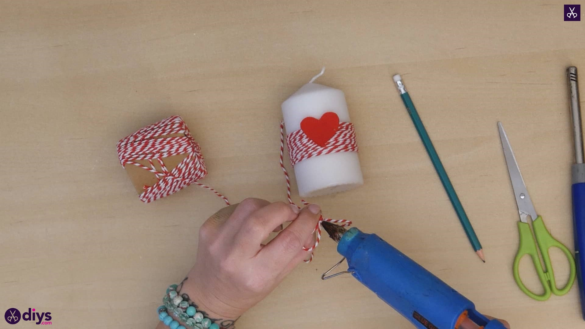 Diy valentine's candle red paper step 5b
