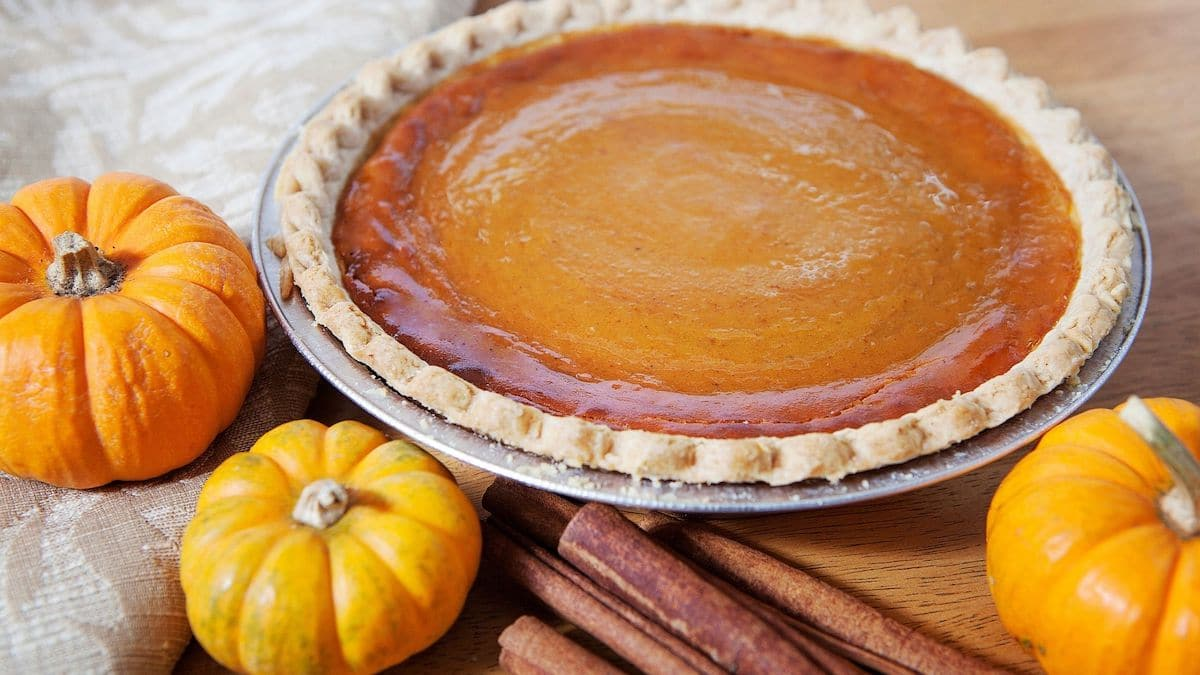 A picture showing a delectable pumpkin pie