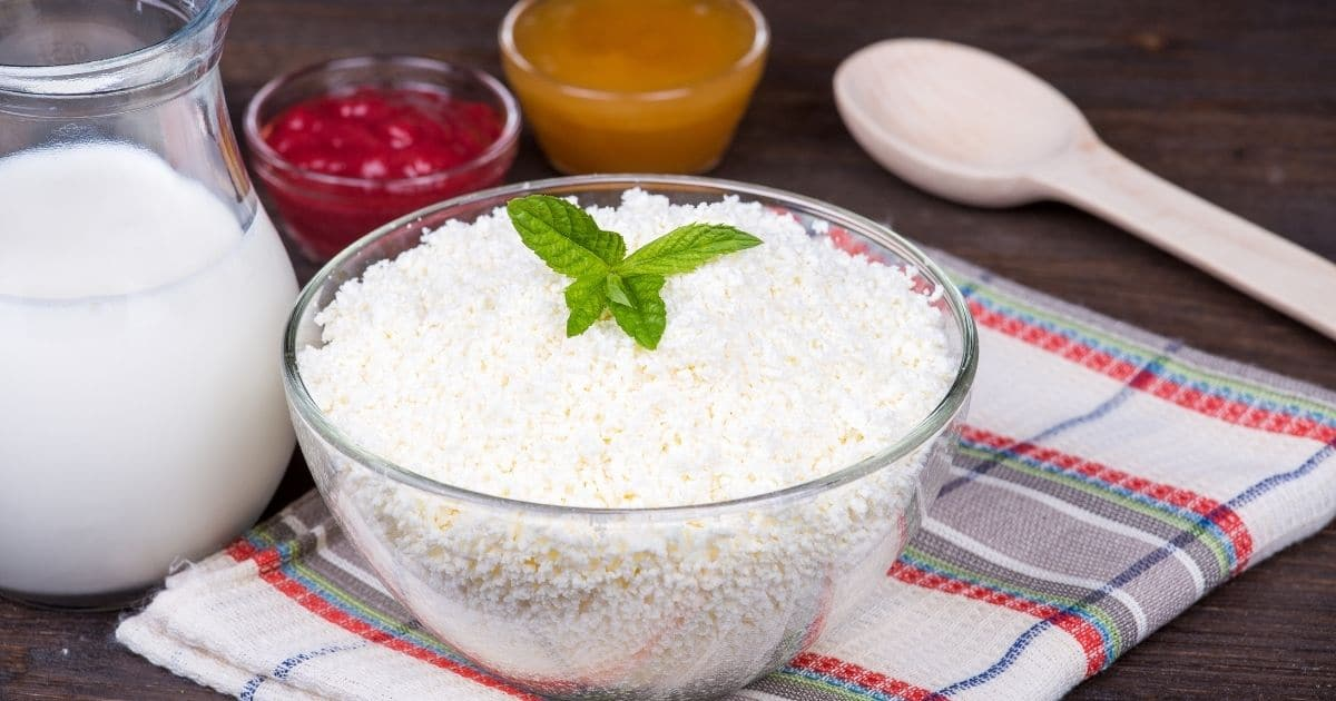 A picture of dry cottage cheese with milk