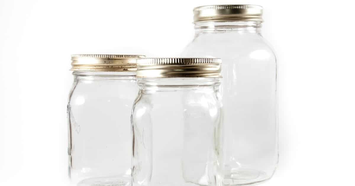 A picture of mason jars of different sizes