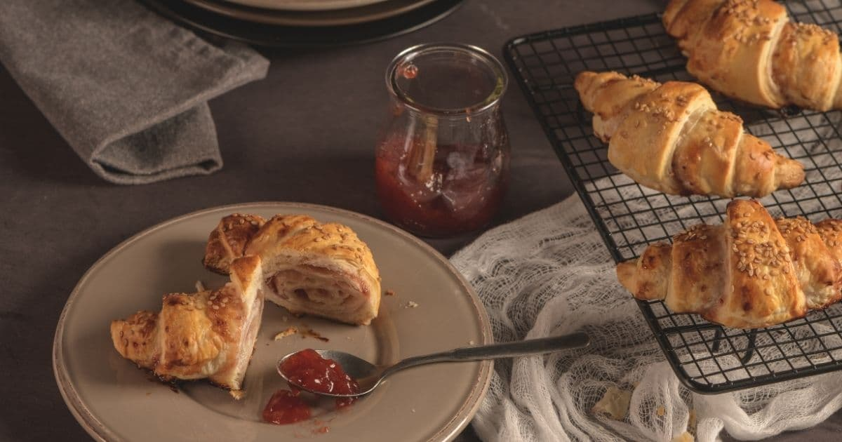 Pastry baked with apple sauce