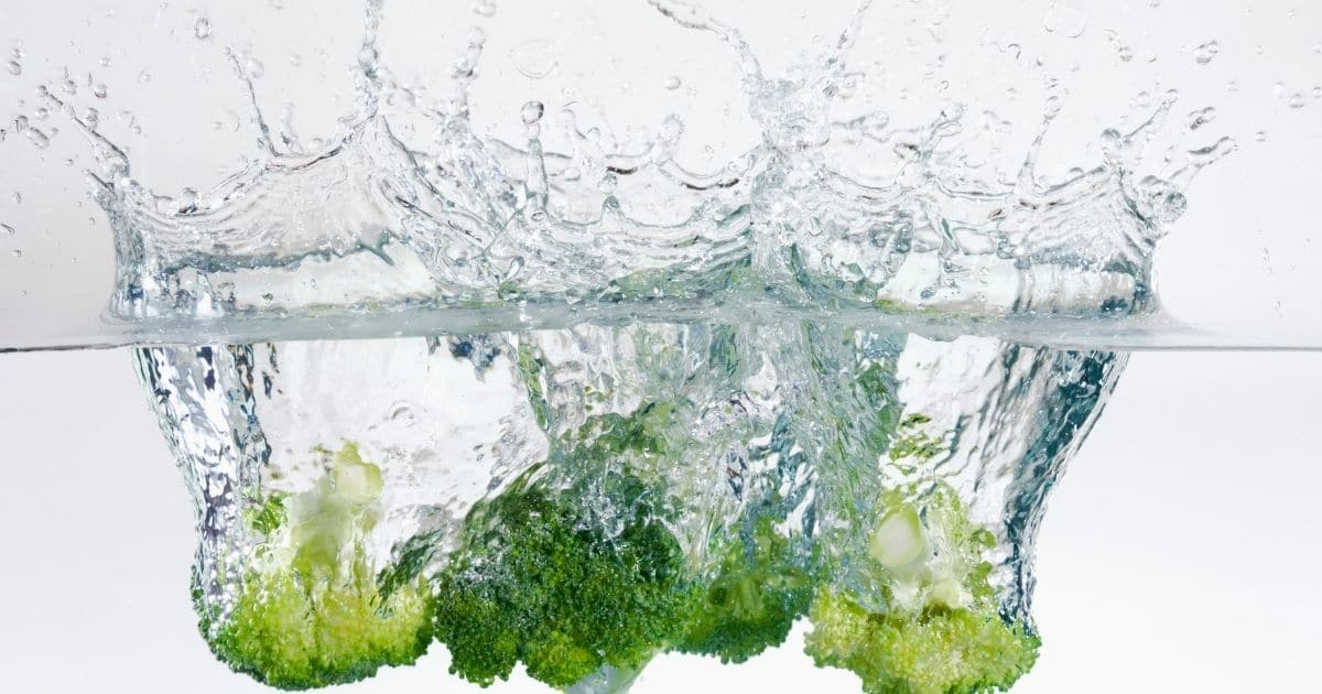 Rinsing broccoli in clean water.