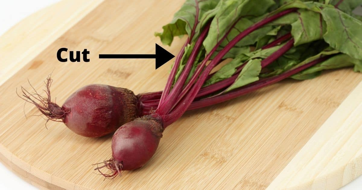 Cut the beet leaves