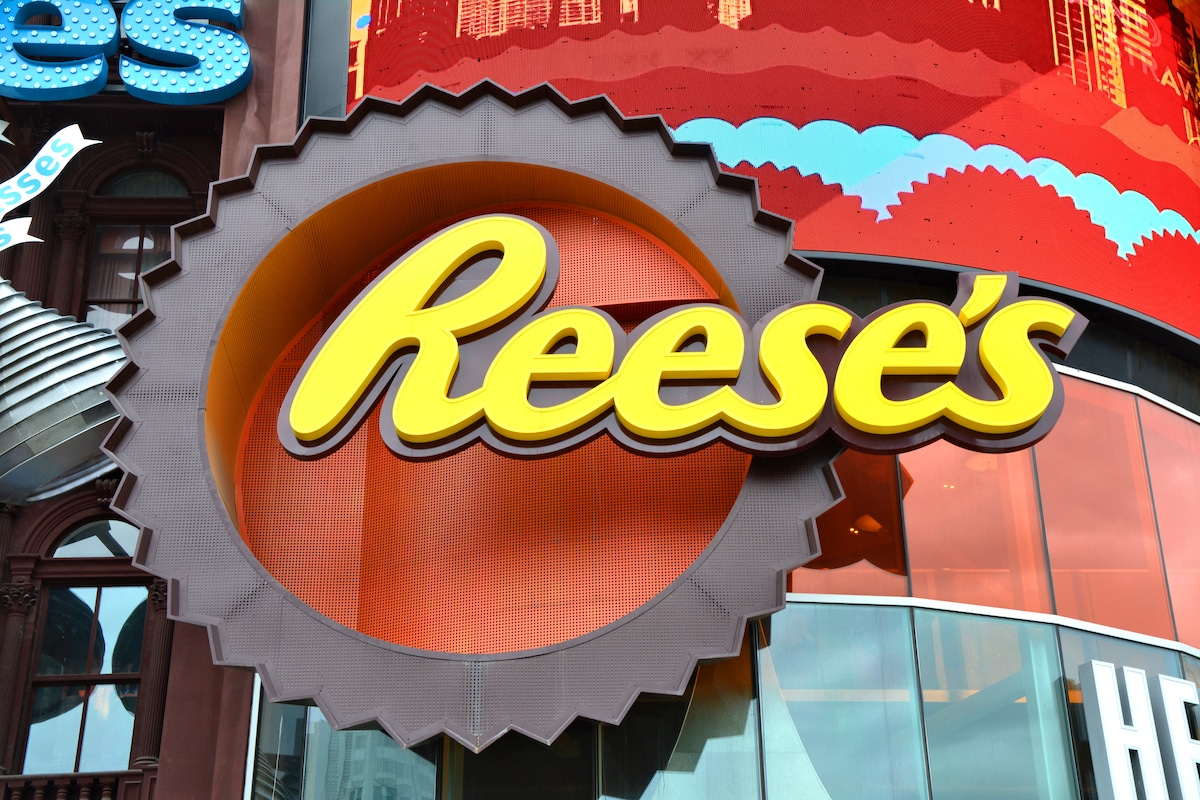 Reese's sign